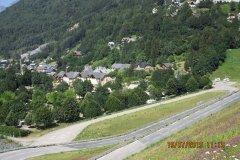 Le village d'Allemond au pied du barrage