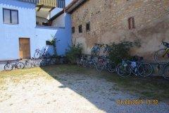 13h52 - Les vélos nous attendent sagement à l'ombre....(ils ne le savent pas....ils y resteront encore une heure....)